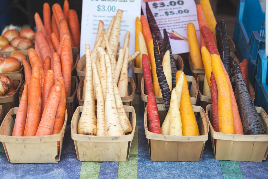 farmers-market-root-vegetables_925x